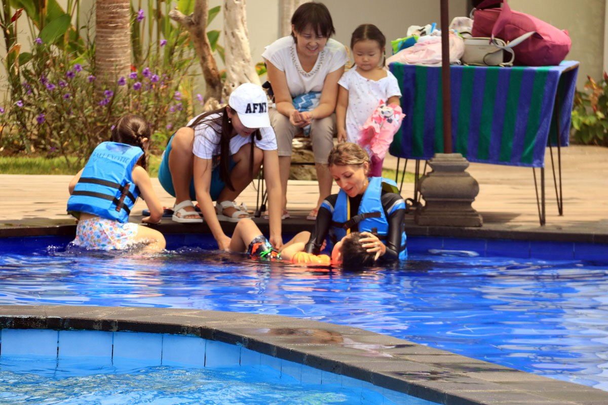dolphin-therapy-bali-13