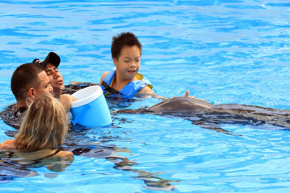 bali-dolphin-therapy-patient-5
