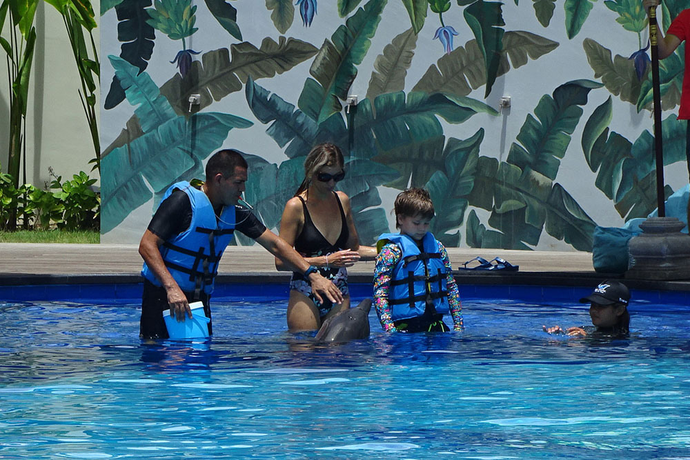 bali-dolphin-therapy-patient-7
