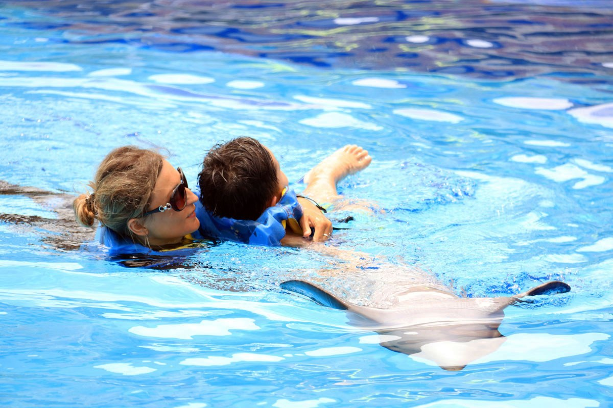 bali-dolphin-therapy-patient-down-syndrome-1