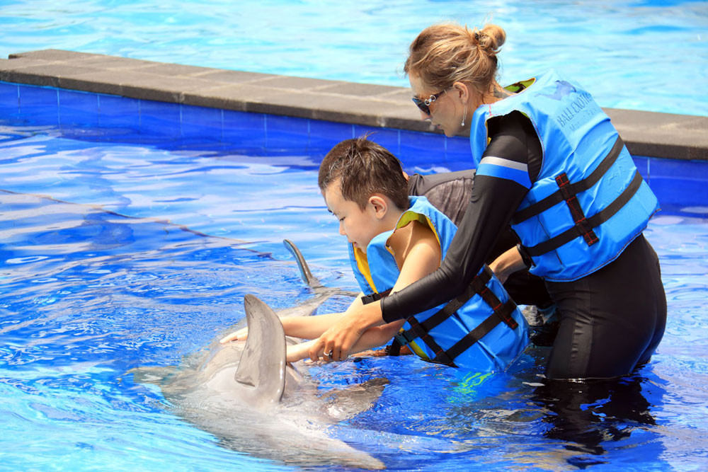 bali-dolphin-therapy-patient-down-syndrome