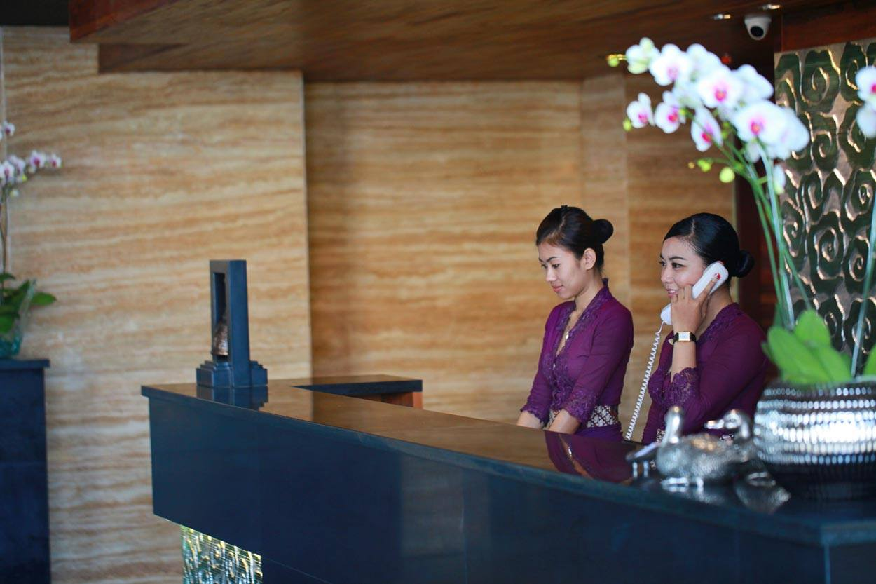bali-dolphin-therapy-hotel-front-desk